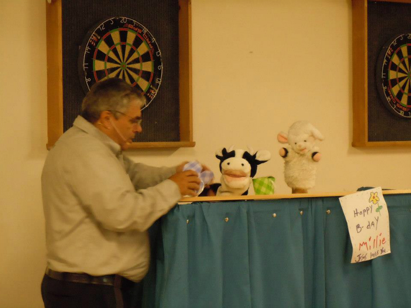 puppet-show-in-inverness-church-with-lambie-and-millie